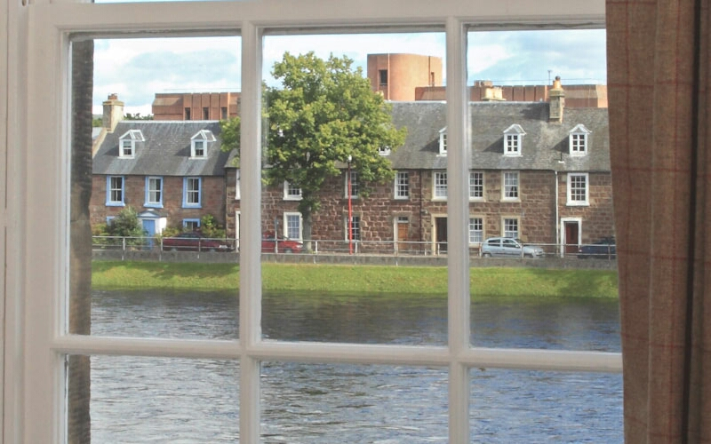 No 41 Townhouse River Ness View - Inverness Self Catering Accommodation